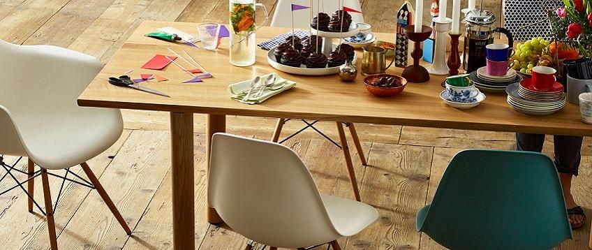Eetkamerstoelen Plastic : Eames Plastic Chairs DSW DAW Wood Table I ...